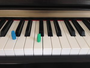 group piano lesson game keyboard race