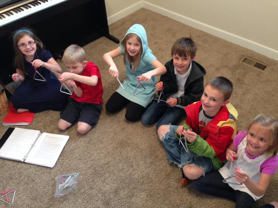 Structure your piano studio with group lessons for beginners